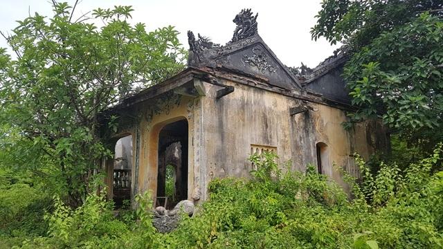 Tòa nhà chính thờ các vua và tướng của Đình làng Lịch Đợi