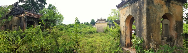 Các cấu phần của Đình làng cổ này như Nhà bia, Nhà chính...