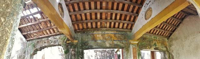 Phía trong ngôi nhà chính thờ Hùng Vương, các vua, các vị danh tướng trước triều Nguyễn
