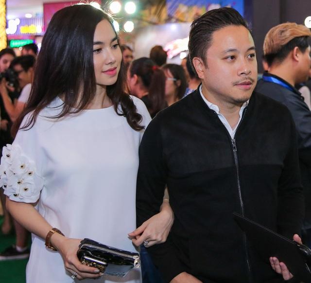 Đinh Ngọc Diệp kết hôn cùng đạo diễn tên tuổi Victor Vũ và cũng trở thành cánh tay đắc lực giúp chồng trong công việc làm phim.