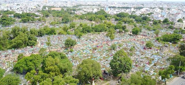 Nghĩa trang này sẽ hoá kiếp thành khu đô thị sầm uất (Ảnh: Ngọc Tiến)