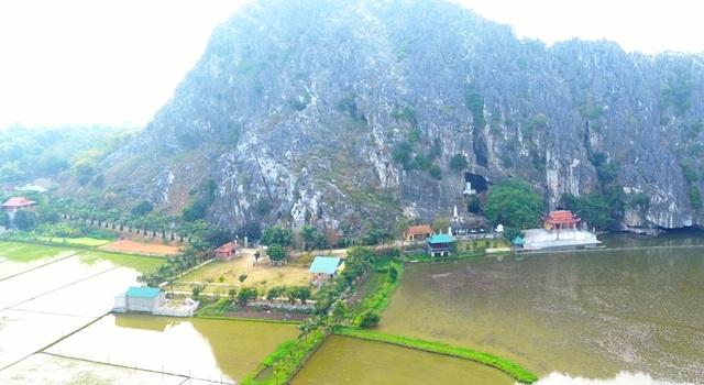 Một góc danh thắng Kim Sơn đẹp như tranh vẽ hiện cũng đang bị những mỏ khai thác đá bên cạnh đe dọa