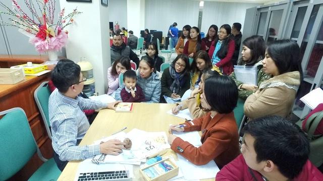 Ngày thứ hai của hội thảo, nhiều trẻ tự kỷ tại Huế đã được khám và tư vấn
