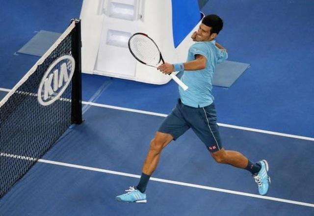 Djokovic ăn mừng chiến thắng trước Verdasco