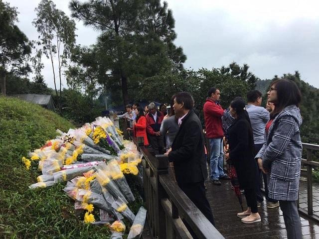 Mỗi ngày có gần 10.000 lượt người đến viếng mộ Đại tướng Võ Nguyên Giáp