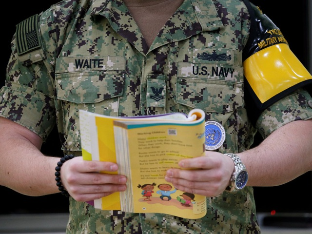 Những hộ gia đình sống gần biên giới đã gửi con cái đến ngôi trường đặc biệt này sau khi biết con cái họ sẽ được binh sĩ Mỹ dạy Tiếng Anh.