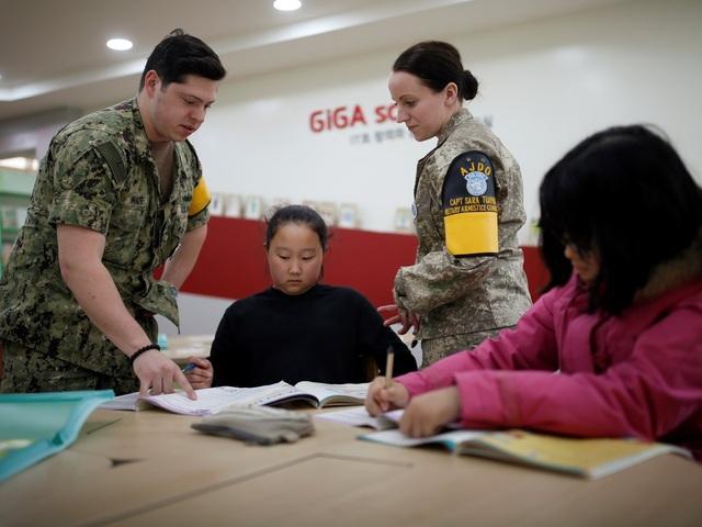 Chính vì tiếng Anh là môn thi trong kỳ thi đại học tại Hàn Quốc nên việc các em nhỏ được người Mỹ bản xứ dạy học khiến nhiều phụ huynh rất muốn con em học tại trường.