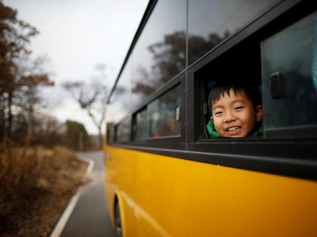 Vào năm 2008, ngày càng hiếm những hộ dân sinh sống tại DMZ đưa con cái nhập học, trường quyết định mở cửa cho trẻ em sống ngoài khu vực DMZ.