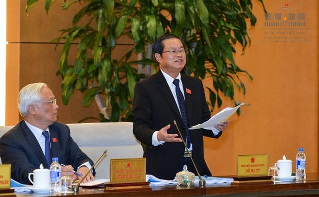 Phó Chủ tịch Quốc hội Đỗ Bá Tỵ phát biểu tại phiên thảo luận.