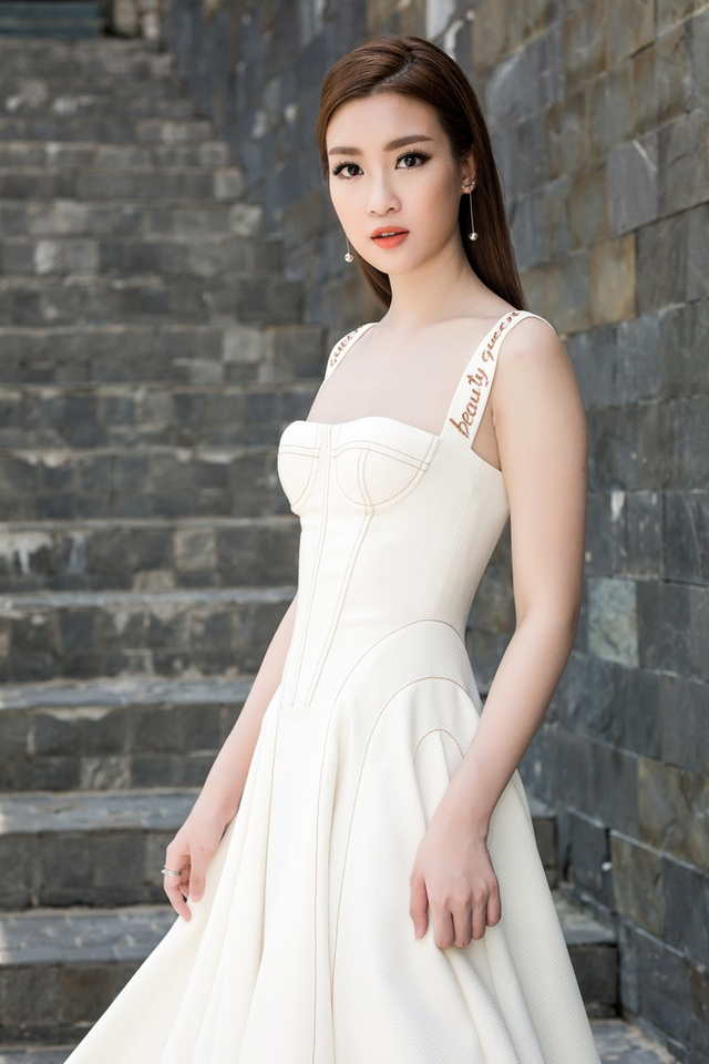 """Hoa hậu Mỹ Linh """"lột xác"""" gợi cảm đi chấm thi The Face - 6"""