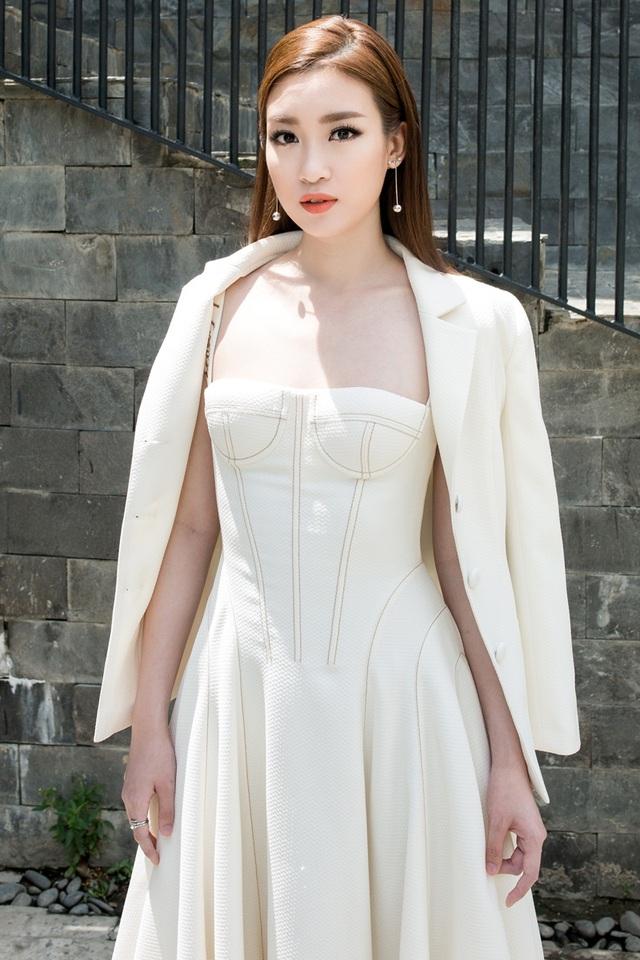 """Hoa hậu Mỹ Linh """"lột xác"""" gợi cảm đi chấm thi The Face - 8"""