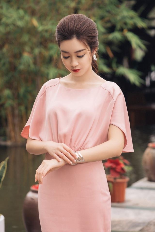 Hoa hậu Đỗ Mỹ Linh khoe vóc dáng nuột nà đón chào mùa hè - 5