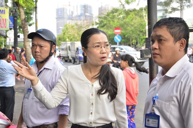 Bà Nguyễn Thị Thu Nga – Phó Chủ tịch UBND quận 10 - trực tiếp dẫn quân đi dẹp vỉa hè sáng 13/3.
