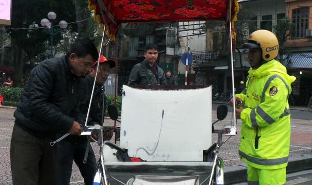 Một trường hợp xe xích lô bị CSGT kiểm tra, xử lý.