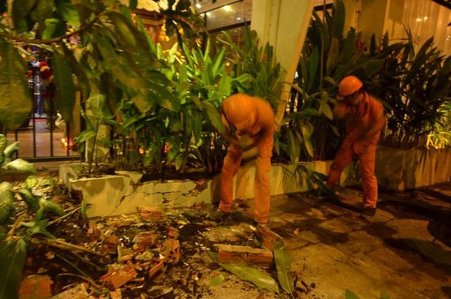 Nhiều tiểu cảnh nhà hàng xây trái phép bị đập bỏ