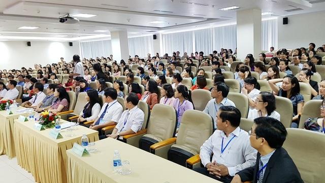 Hội nghị khoa học điều dưỡng miền Trung mở rộng lần thứ VII với sự tham gia gần 400 đại biểu trong ngành Điều dưỡng. Vai trò của điều dưỡng được xem đóng vai trò quan trọng nhất tại mỗi bệnh viện khi điều dưỡng là người tiếp xúc với bệnh nhân nhiều nhất
