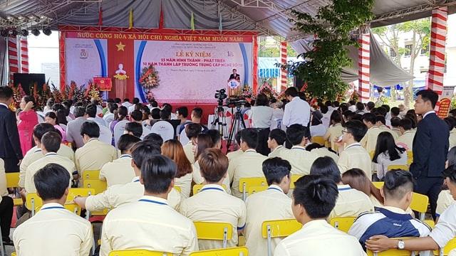 Nhiều thế hệ học sinh trường đã về dự lễ kỷ niệm