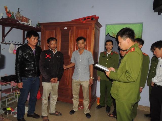 Cơ quan Công an đọc lệnh bắt Nguyễn Ngọc Thanh (dấu X). (Ảnh: Công an Hà Nam)