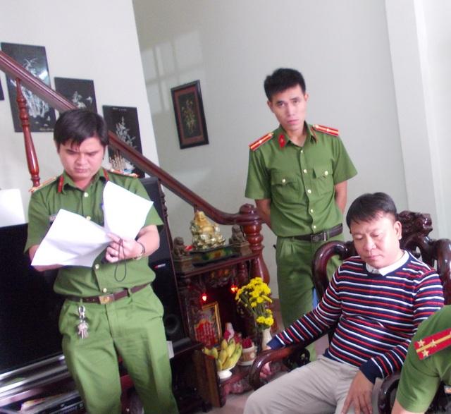 Cơ quan công an thực hiện lệnh bắt tạm giam Nguyễn Thanh Hải