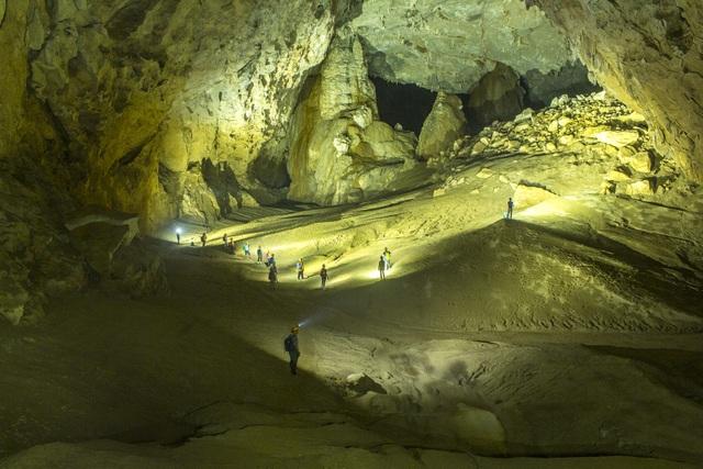 Đồi cát cuối hang của một màu vàng kỳ ảo