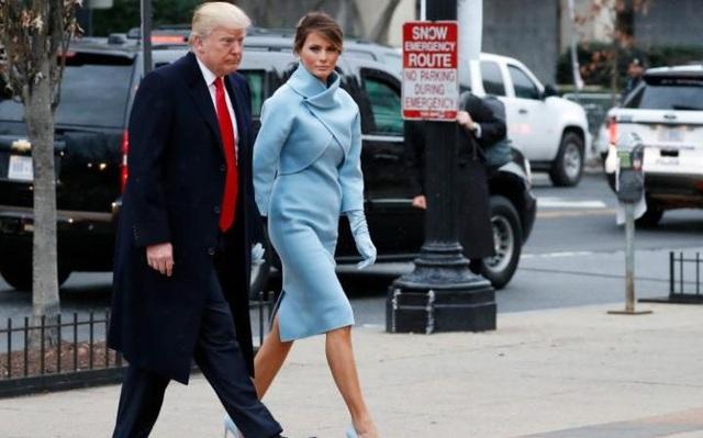 Vợ chồng Tổng thống đắc cử Trump tiến vào nhà thờ để dự lễ cầu nguyện. (Ảnh: Telegraph)