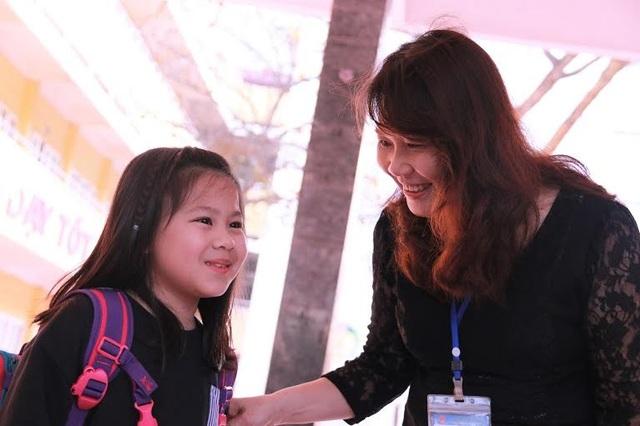Sự tận tâm của giáo viên với học sinh khiến nhiều người cảm động (Ảnh: VNN)