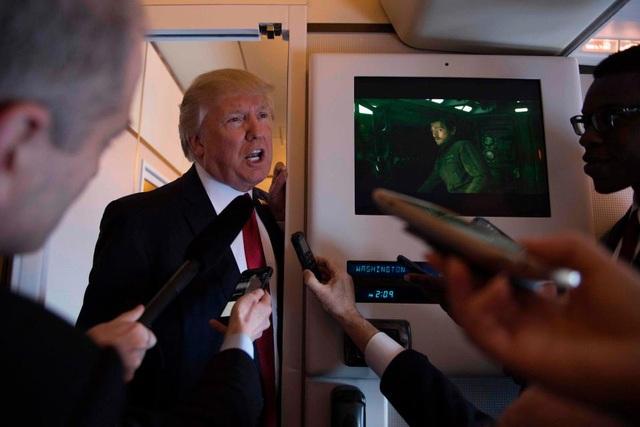Tổng thống Trump trước đó cũng đáp chuyến bay bằng chuyên cơ Air Force One tới khu nghỉ dưỡng Mar-a-Lago để chuẩn bị cho cuộc hội đàm. (Ảnh: AFP)