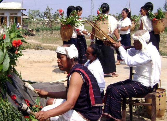 Rơkel được sử dụng trong lễ hội Mừng lúa mới của người Chu Ru (ảnh tư liệu)