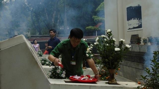 Hàng ngàn lượt khách đổ về Khu di tích Ngã ba Đồng Lộc - 4