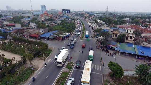 Trên QL10 hướng về đền Trần Nam Định lượng xe bắt đầu tăng đột biến