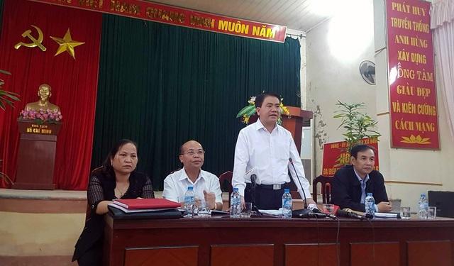 Chủ tịch UBND TP Hà Nội Nguyễn Đức Chung chủ trì cuộc đối thoại, giải đáp các thắc mắc, kiến nghị của người dân.