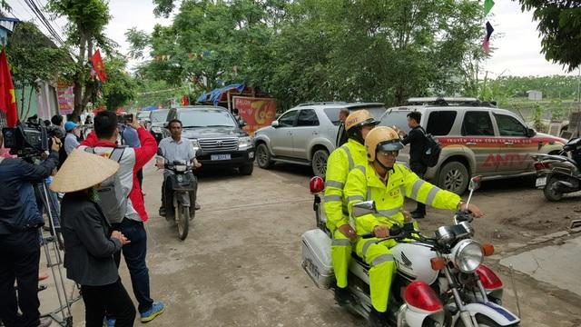 Đoàn công tác của Trung ương và Hà Nội về thôn Hoành, Đồng Tâm muộn 20 phút so với lịch hẹn vì lý do giao thông.