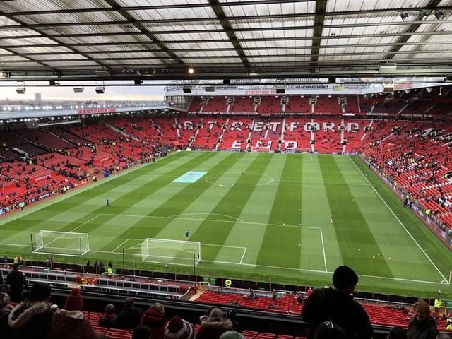 Old Trafford trước giờ bóng lăn