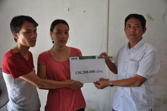 Đào Văn Siêu – Chủ tịch hội chữ thập đỏ của xã phấn khởi khi thấy 1 hoàn cảnh gia đình khó khăn điển hình được giúp đỡ.
