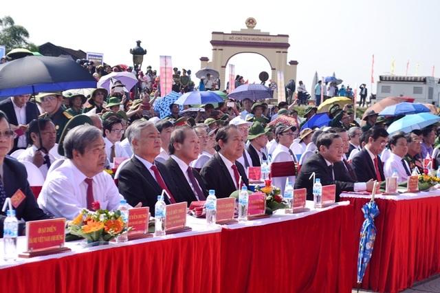 Các vị lãnh đạo Đảng, Nhà nước, các Bộ, ngành tham dự buổi lễ