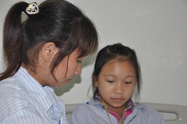 Hoàn cảnh gia đình khó khăn khi cả hai mẹ con cùng phải đi viện.
