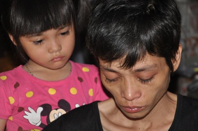 Chỉ vì nghèo khổ mà mẹ con, bà cháu phải sống xa nhau cho dù lòng chị đau như cắt.