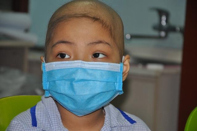 Đang là cô bé khỏe mạnh, Ngọc Ánh bất ngờ phát hiện căn bệnh ung thư máu.