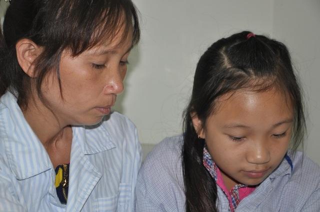Chị Như bị xuất huyết giảm tiểu cầu cùng con gái là cháu Ngọc Mai bị ung thư máu. Hai mẹ con cùng điều trị tại Viện huyết học truyền máu TW.