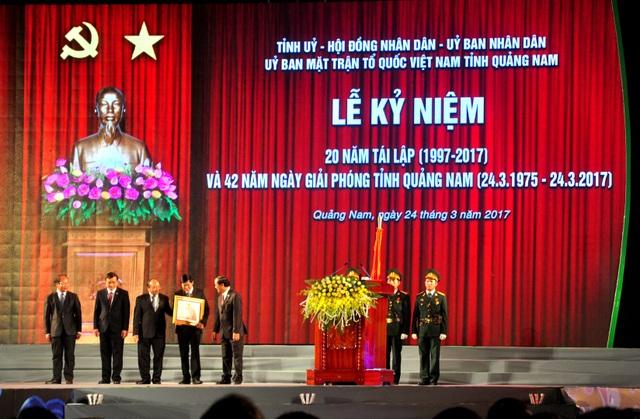 Thủ tướng trao Huân chương Độc lập hạng Nhất cho lãnh đạo tỉnh Quảng Nam