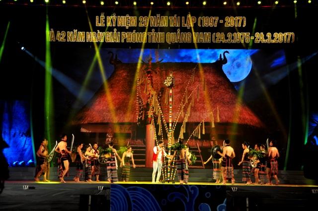 Các tiết mục văn nghệ chào mừng 42 năm ngày giải phóng và 20 năm tách tỉnh Quảng Nam
