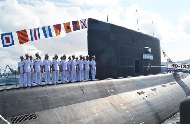 Tàu ngầm Kilo Hà Nội và Kilo TP Hồ Chí Minh là 2 tàu ngầm lớp Kilo 636 đầu tiên về Vịnh Cam Ranh trong tổng số 6 chiếc được Việt Nam đặt mua của Nga theo hợp đồng ký kết vào năm 2009. Bên cạnh việc đóng tàu, hợp đồng còn bao gồm cả việc huấn luyện thủy thủ Việt Nam và cung cấp các thiết bị, vật tư kỹ thuật cần thiết
