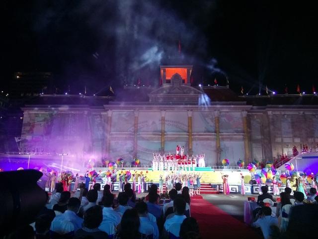 """Festival Biển Nha Trang - Khánh Hòa 2017 lần thứ 8 được tổ chức với chủ đề: """"Mở rộng vòng tay bè bạn"""""""