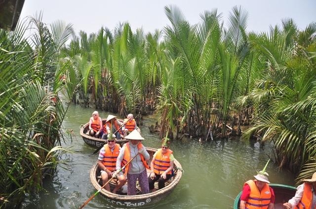 Một tour du lịch ở rừng dừa Bảy Mẫu