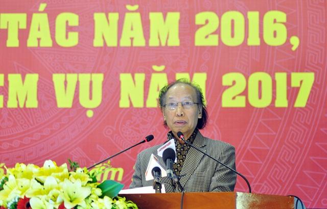 Nhà báo Phạm Huy Hoàn - Tổng Biên tập báo điện tử Dân trí phát biểu tham luận tại hội nghị