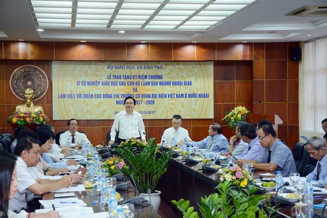 Bộ trưởng Phùng Xuân Nhạ: Tư duy hội nhập bắt đầu từ tiếp cận của công dân toàn cầu - 1