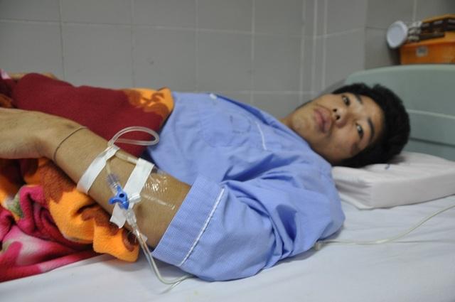 Anh Hừ bị tai nạn ngã xe máy và phải nhập viện ngày 24/1 trong tình trạng bị chấn thương nặng.