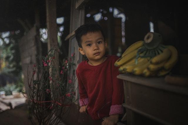 Bộ ảnh giàu tính nhân văn về tình cha con trong cái Tết nghèo - 6
