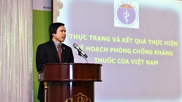 Ông Cao Hưng Thái, Phó Cục trưởng Cục Quản lý và Khám chữa bệnh (Bộ Y tế) – cho biết: Khi con người bị kháng kháng sinh sẽ phải kéo dài thời gian điều trị bệnh, nguy cơ tử vong cao.