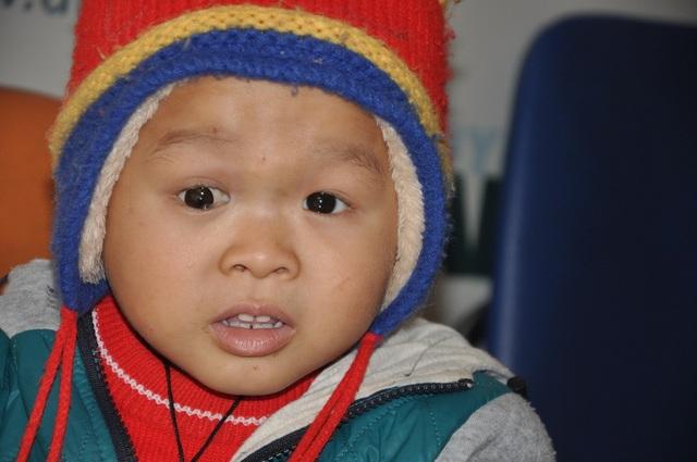 Sau 4 đợt truyền hóa chất, hiện tại sức khỏe của Lanh khá tốt. Em tăng cân và nói được tiếng Kinh nhiều hơn.